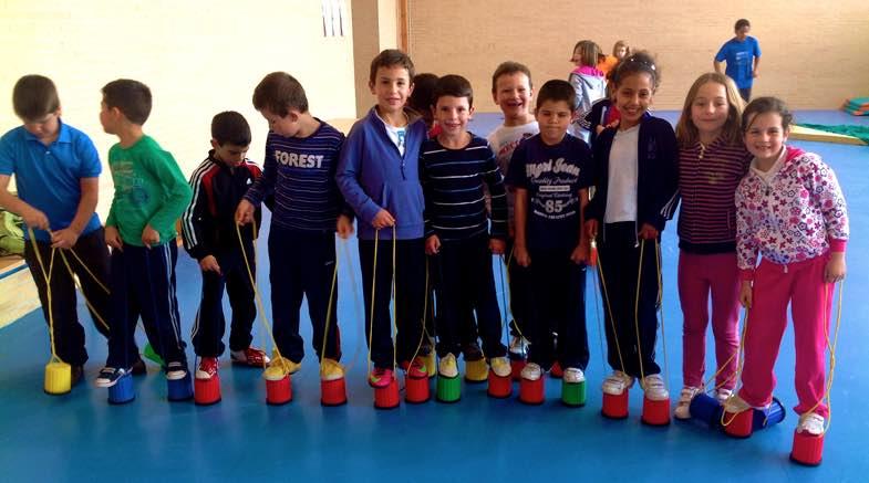 equilibrio en zancos en educación física