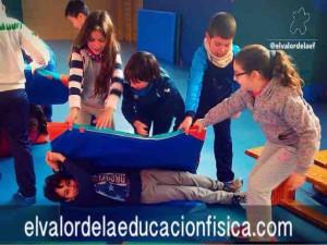 "Giros colaborativos ""rollito de primavera"" en educación física"