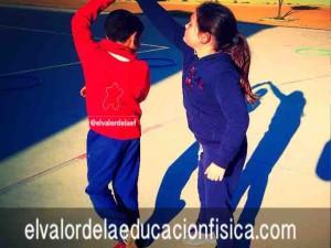 Giros en parejas en educación física