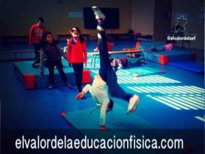 """Giro de """"la rueda lateral"""" en educación física"""